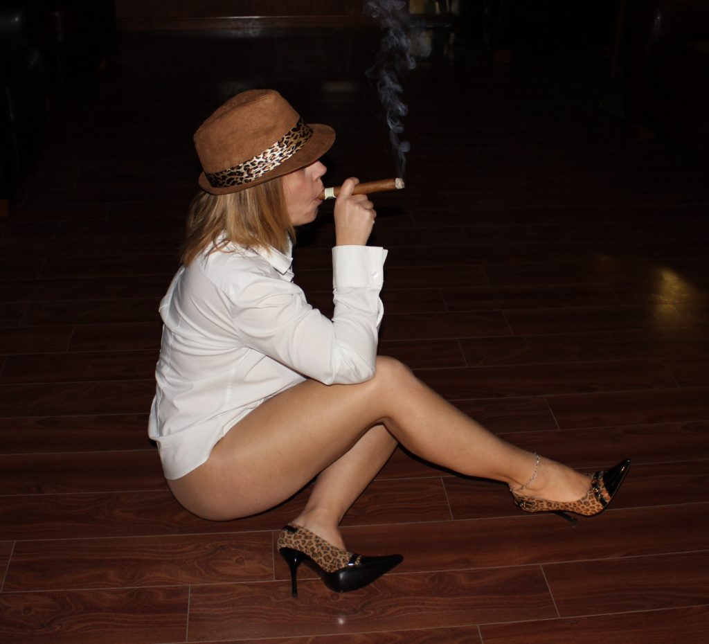 image Smoking hot cigar babe