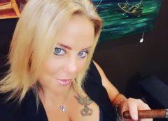 Sizzlin' Sunday – Featuring Debra from Florida